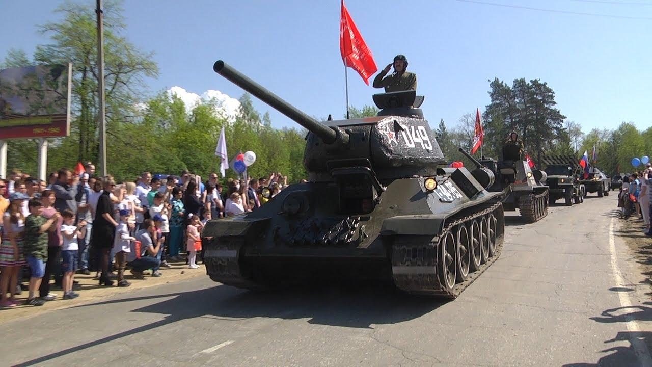 Танки в Сунгуре: в День Победы по улицам поселка прошел легендарный Т-34
