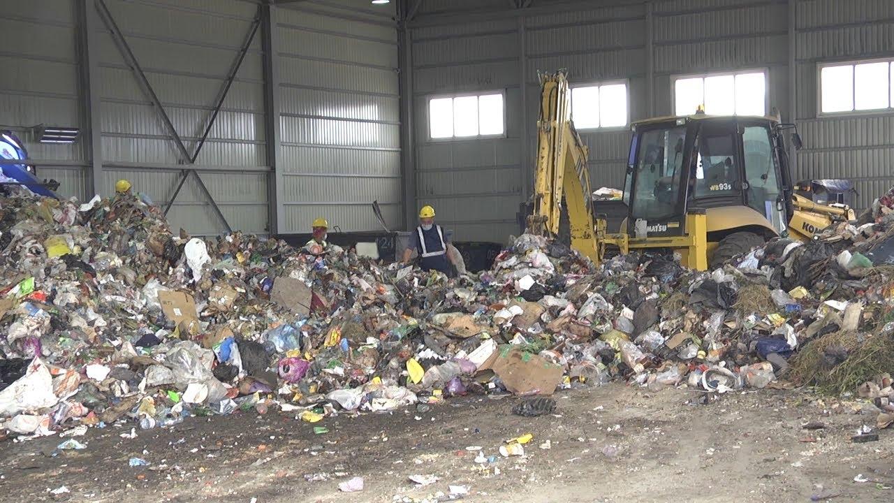 Восемь миллиардов в мусор