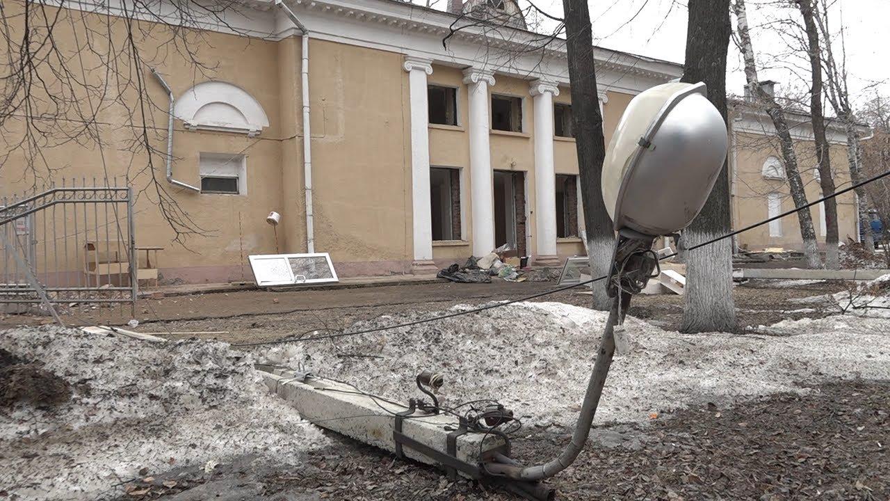 Прощай, «Родина»! В Ульяновске сносят старое здание на месте строительства нового ТЮЗа