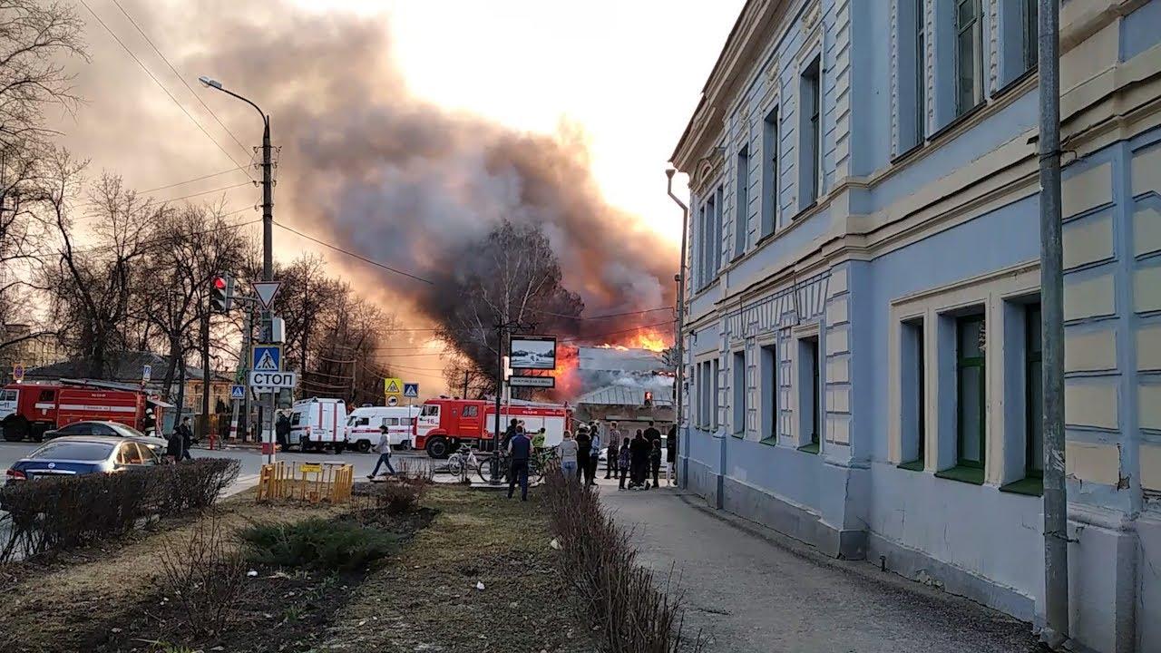 Море дыма и огня. Пожар на Льва Толстого уничтожил двухэтажный дом