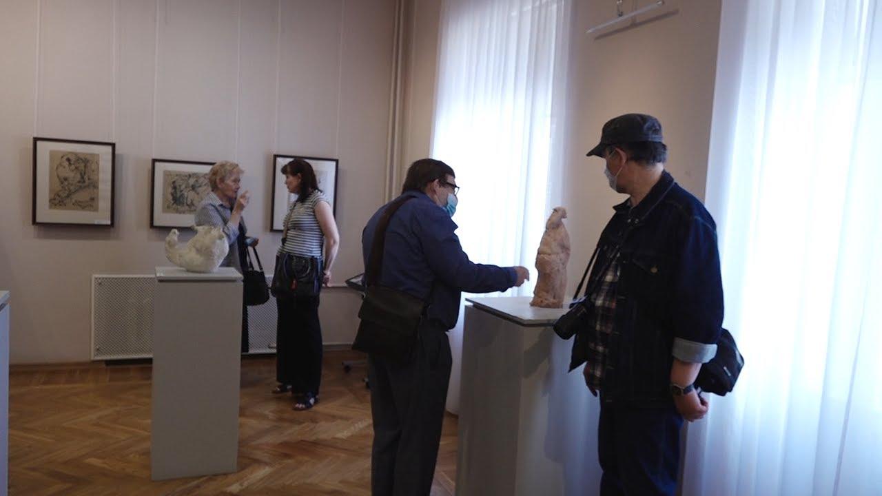 Лошадь на двух ногах. В Ульяновске открылась выставка скульптора Василия Шеломова