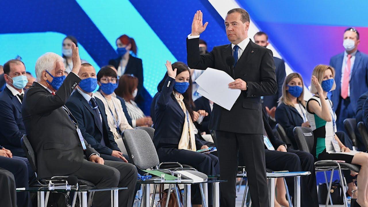 Алексей Русских возглавил список кандидатов от КПРФ в Госдуму, а экс-губернатор список Единой России